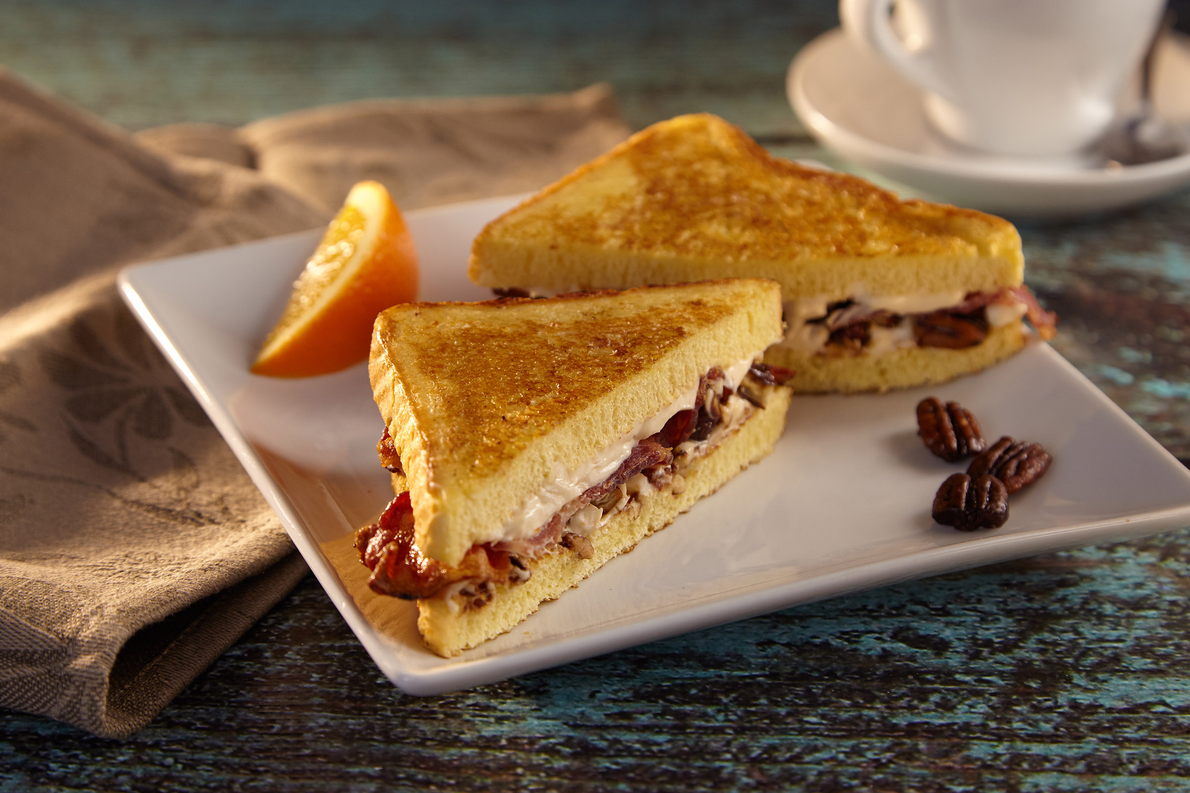 SWEET 'N' SMOKY FRENCH TOAST SANDWICH